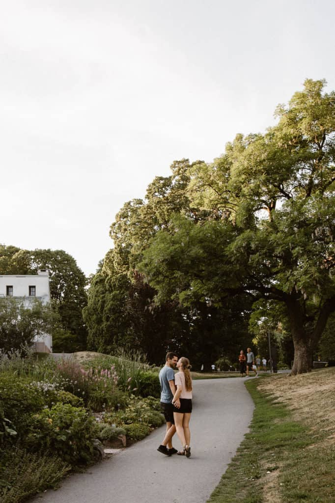 Couples photo shoot in Oslo with summer vibes